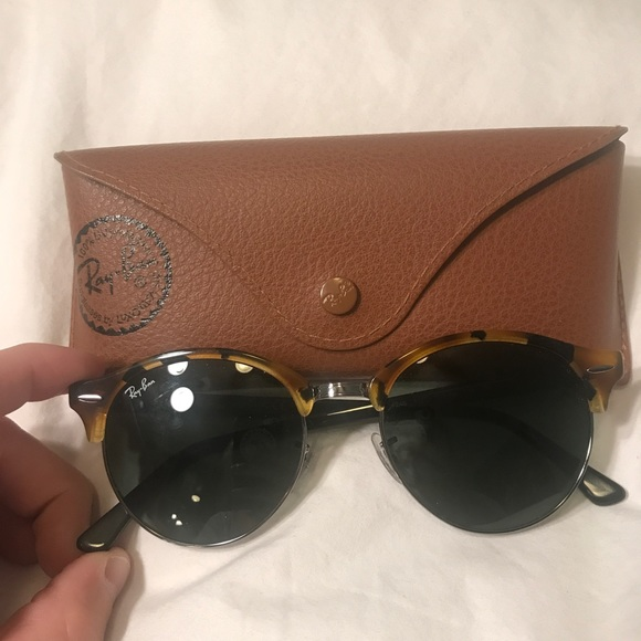 c9171b9d211c2 Ray bans clubround classic
